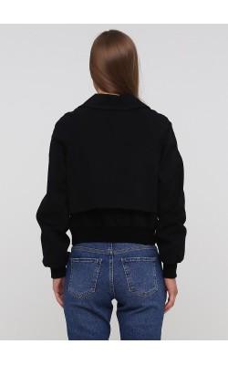 Чорна приталена куртка на гудзиках