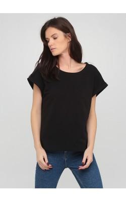 Чорна футболка з суцільнокроєним рукавом